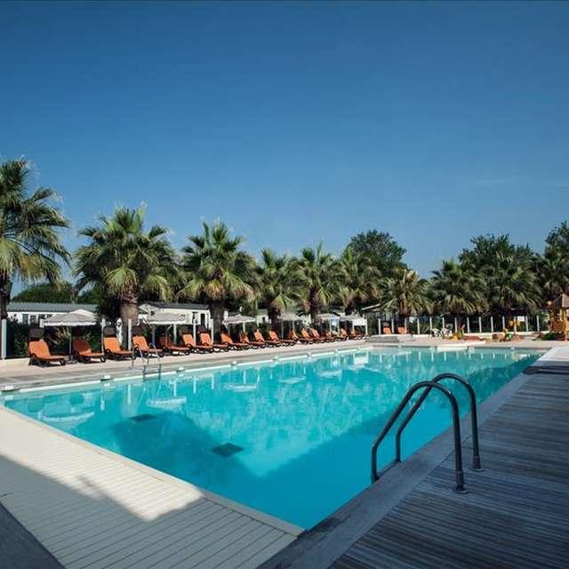 Holiday Marina Resort