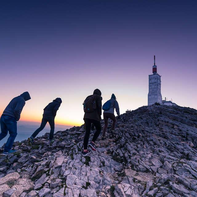 Ascension du Mont Ventoux de nuit pour observer le lever de soleil - AVentoux'Rando