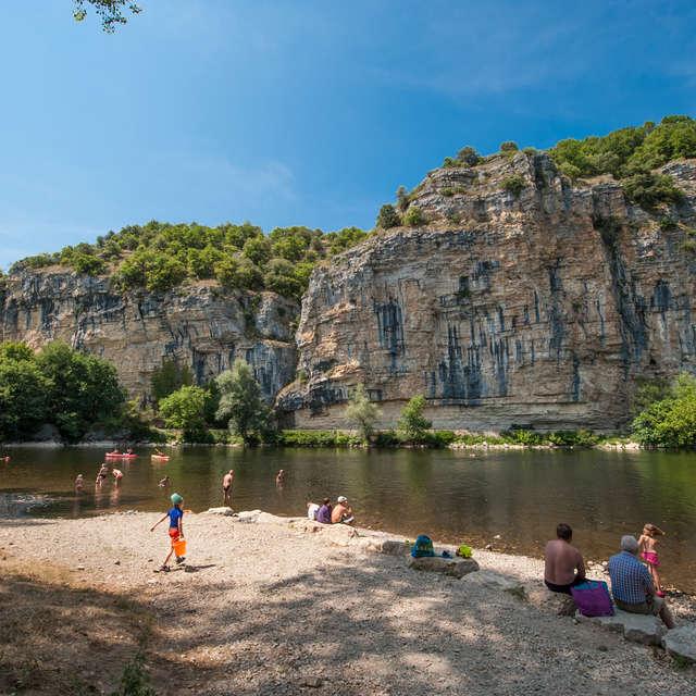 Baignade dans la rivière Dordogne à Gluges