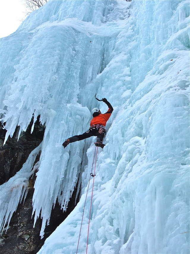 Cascade de glace - Bureau des Guides Champsaur Valgaudemar