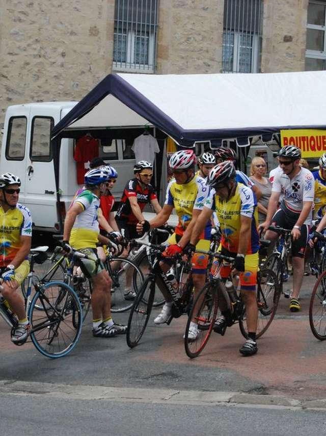 Critérium cycliste professionnel en nocturne