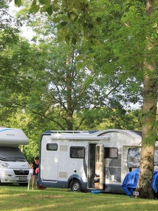 Aire camping-cars au camping La Bonne Aventure - Thore-La-Rochette