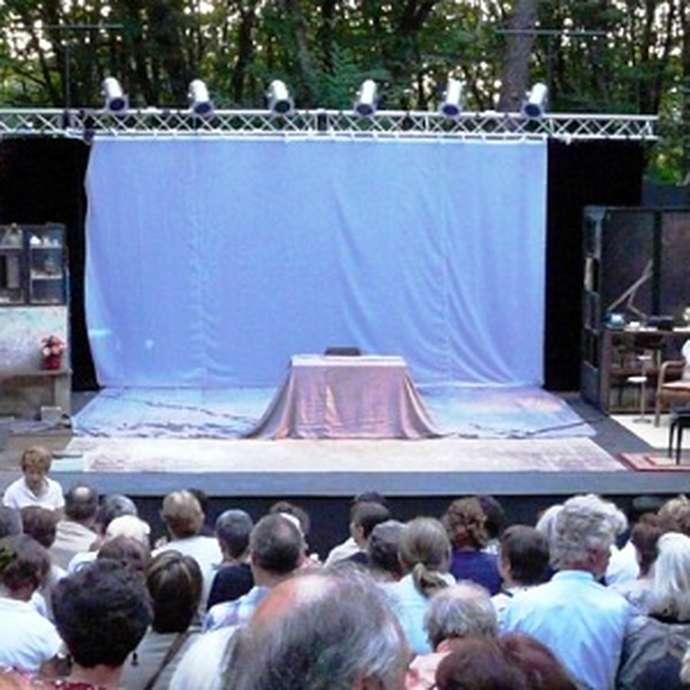 """Théâtre du Fon du Loup: """"Antigone"""" théâtre clown"""