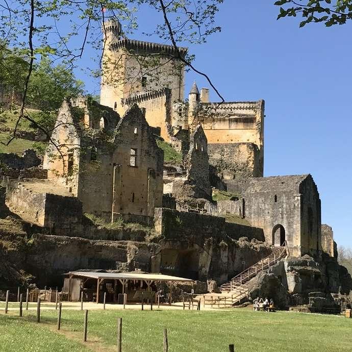 Archéologie du bâti au Château de Commarque