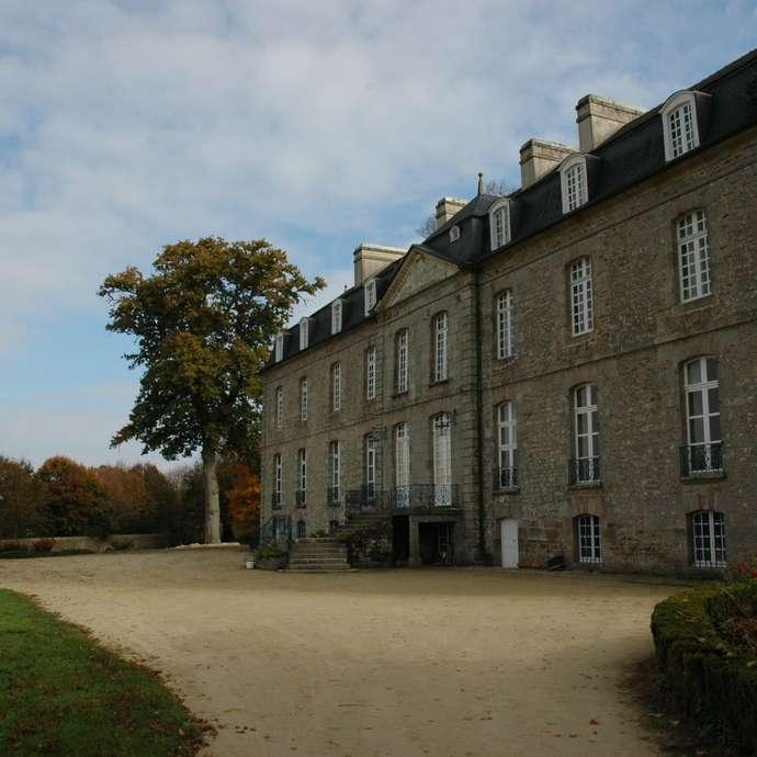 Colombier et chapelle du Château de la Houssaye