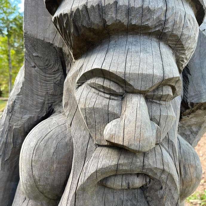 Sculpture en bois de houp 1