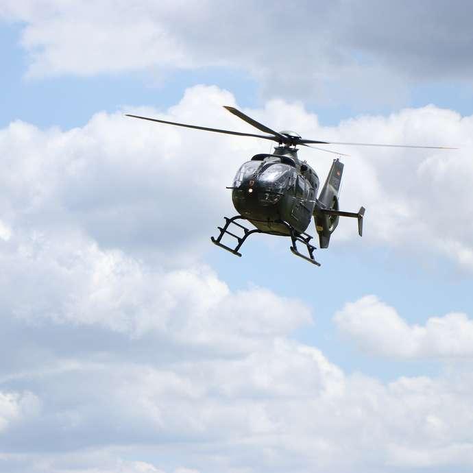 Survol de Fort Boyard en hélicoptère